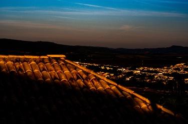 Montanhas, e telhado na sombra Carmo do Rio Claro. (2) Jan19-1