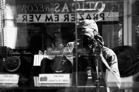 14 Autorretrato em reflexos (Mozeto). Loja do Djalma Santos. Campinas. PS. 18Jun16