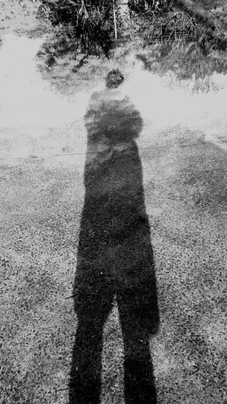 Autorretrato reflexos em poça de agua 31Mai16