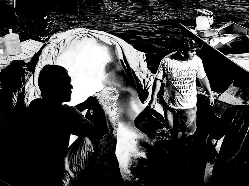 Povo da Amazônia Porto Rio Negro (2) 2005